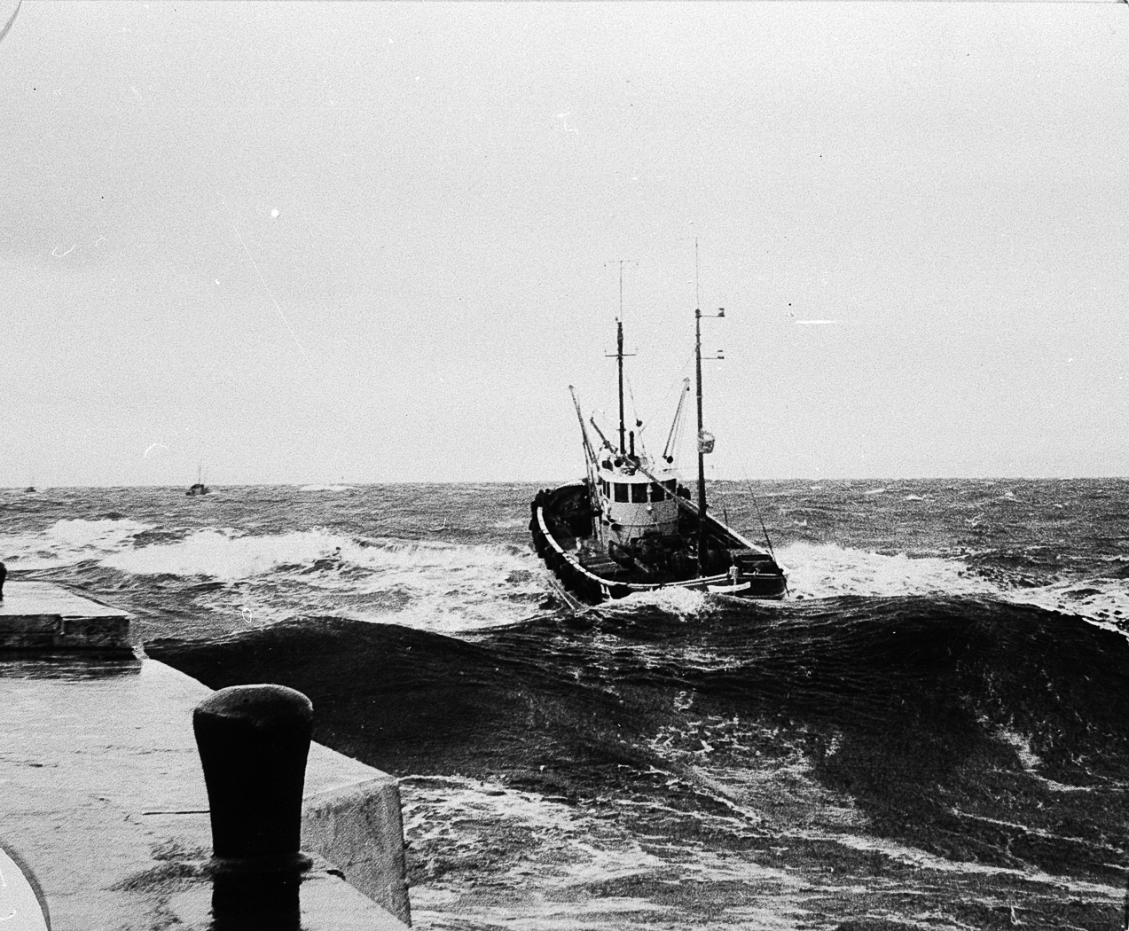 Erica II BA26, entering harbour, Girvan